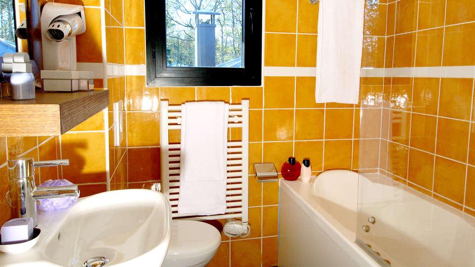 Center Parcs Domaine des Bois-Francs - Edit_Bathroom.jpg