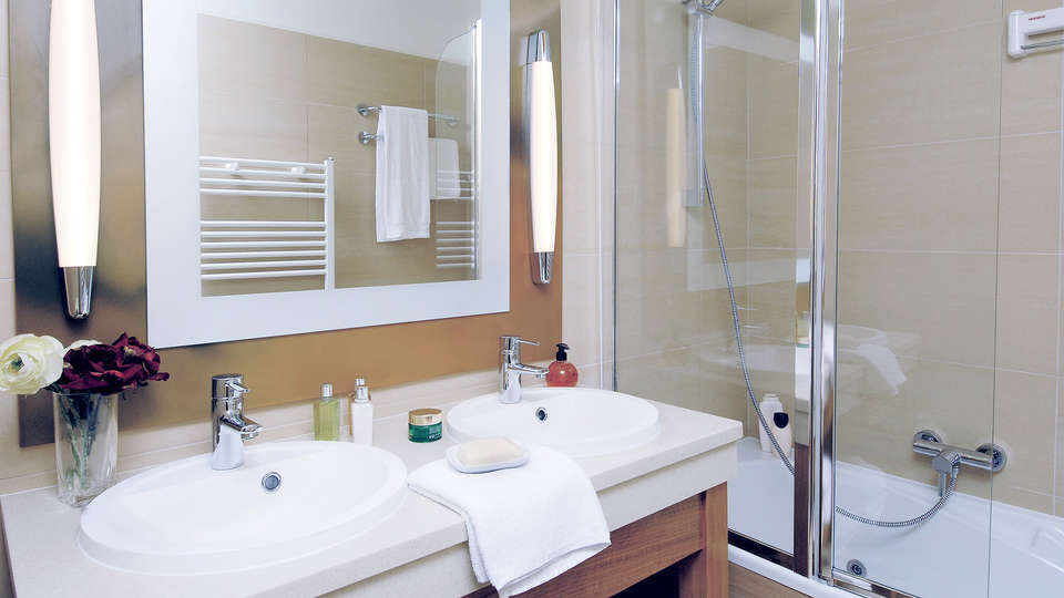 Center Parcs Domaine des Bois-Francs - Edit_Bathroom2.jpg