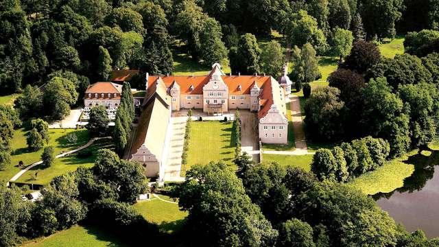 Luxe dans un château du XVIe siècle au coeur de la forêt près de Darmstadt