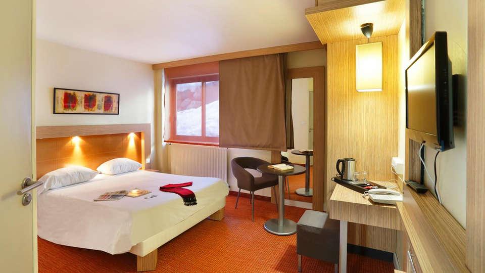 Suite-Home Briançon Serre-Chevalier - Edit_Room3.jpg