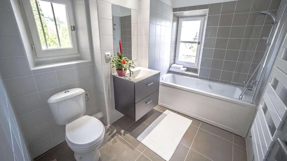 Vacancéole - La Tour Carrée - Edit_Bathroom.jpg
