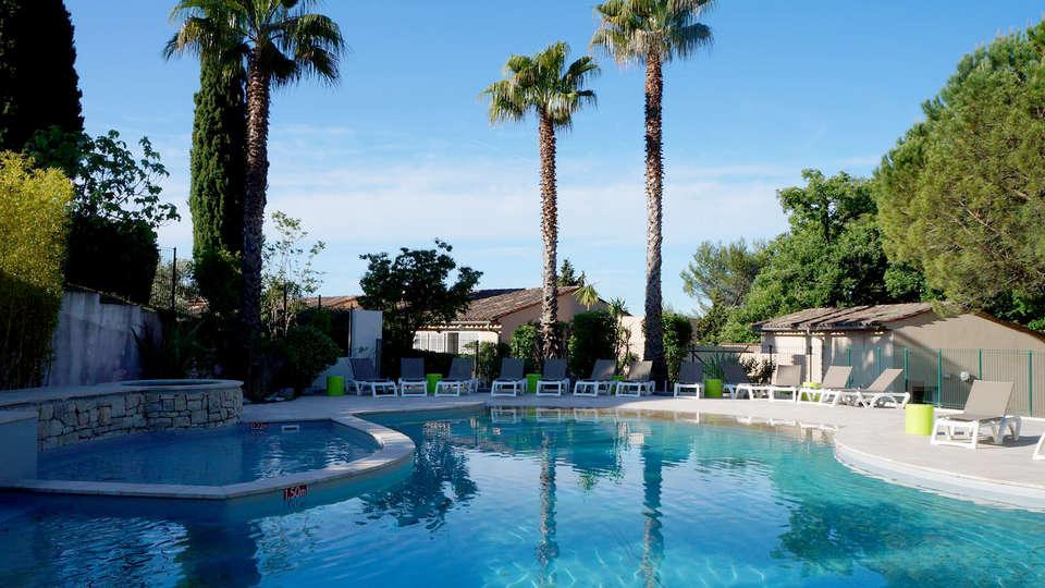 Vacancéole - La Tour Carrée - Edit_Pool2.jpg
