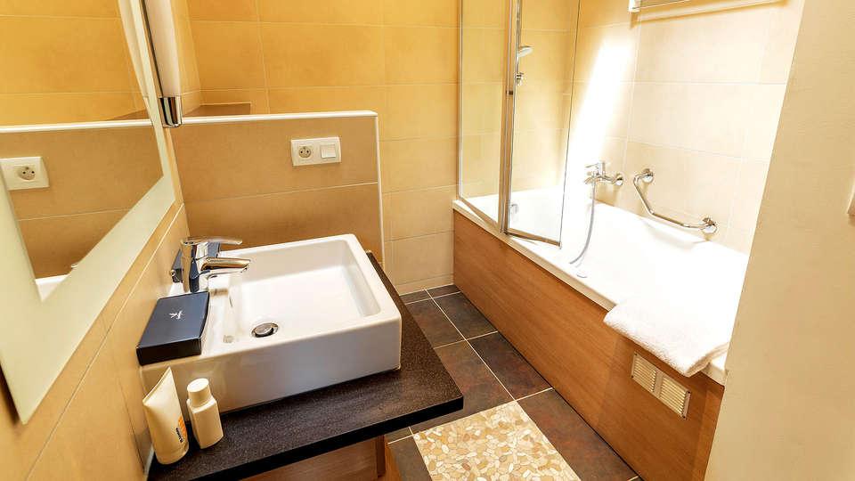 Center Parcs Domaine des Trois Forêts - Edit_Bathroom2.jpg