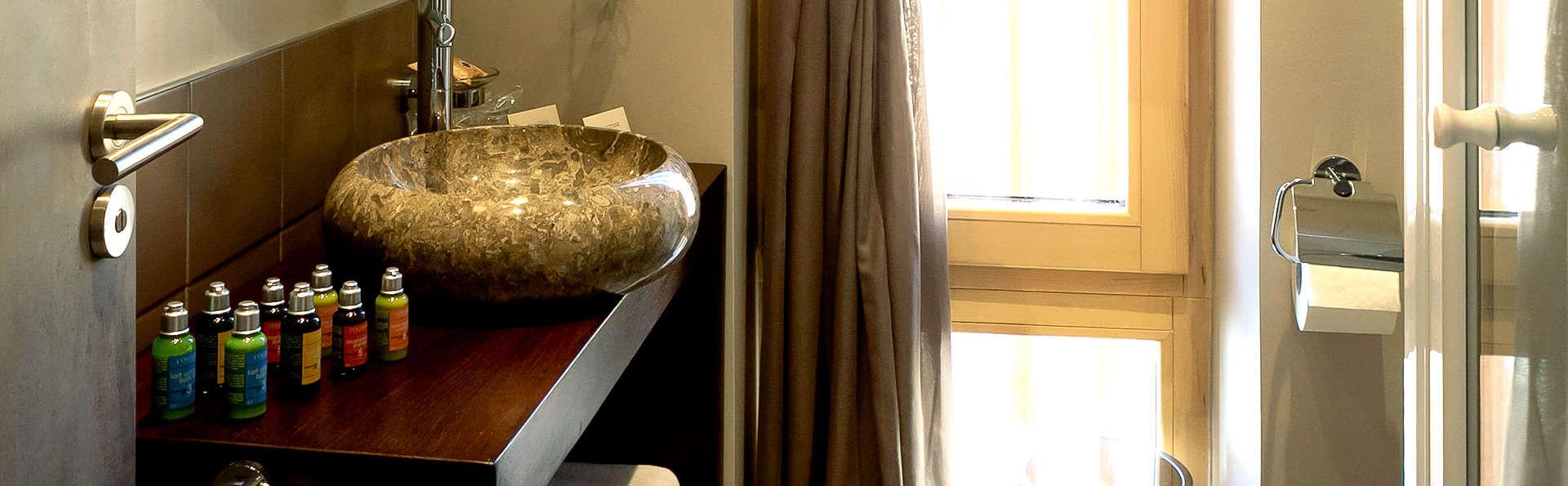 L'Aiguille Grive Chalets Hôtel - Edit_Bathroom.jpg