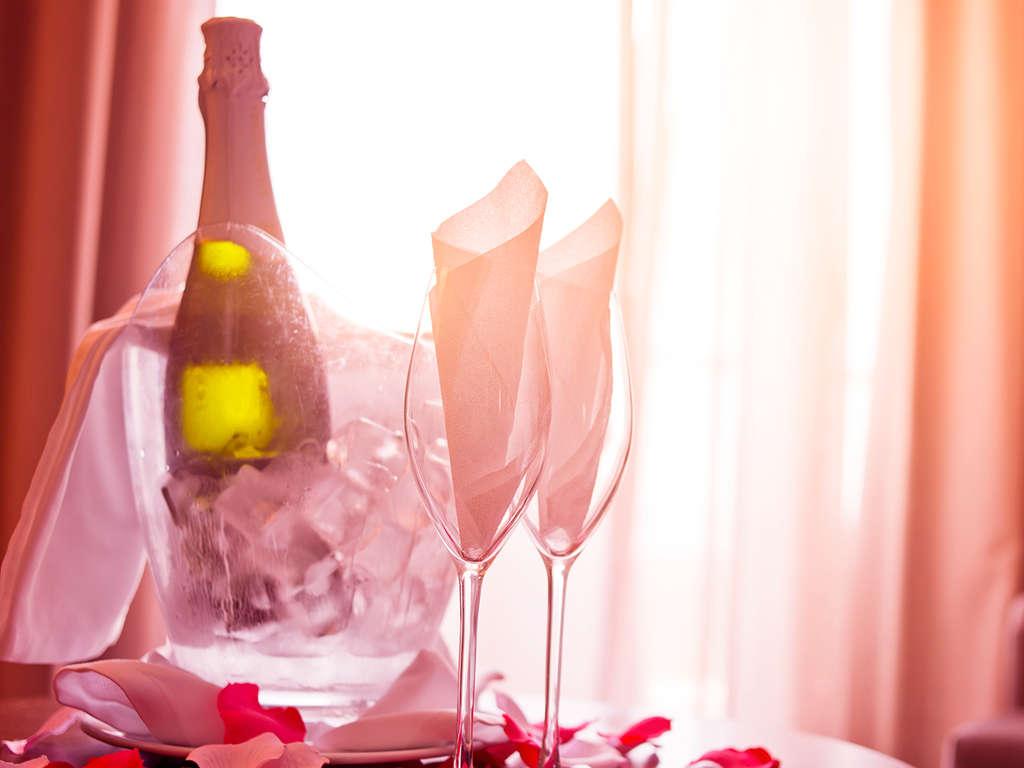 Séjour Aude - Romantisme avec champagne et macarons proche du centre de Narbonne