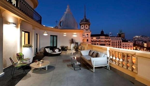 Alójate en un hotel de diseño de 4* con desayuno incluido que está situado entre Malasaña y Chueca