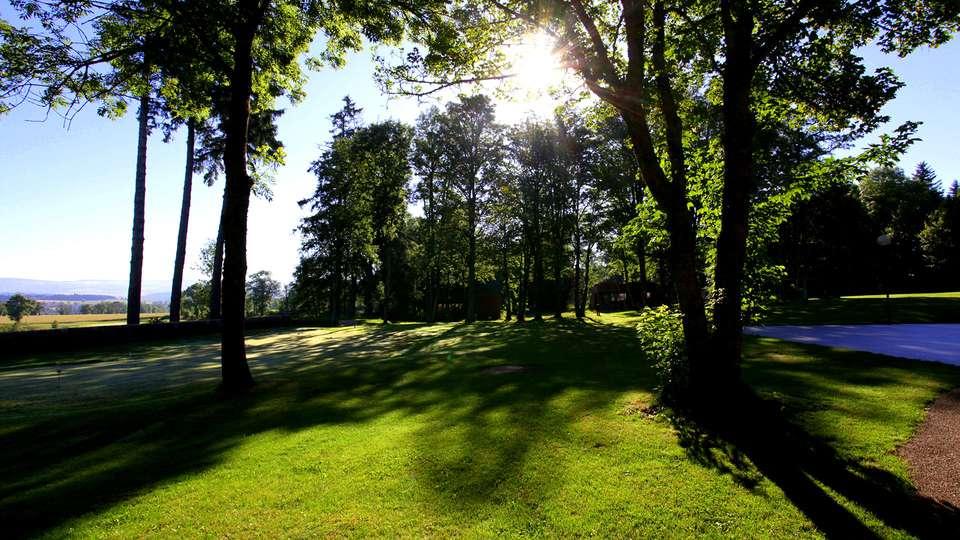 Domaine de Barres - Edit_Garden.jpg