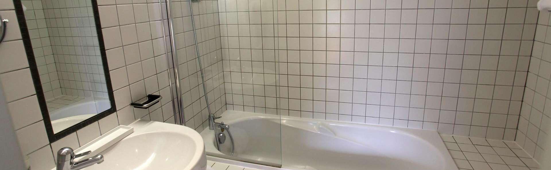 Domaine de Barres - Edit_Bathroom.jpg