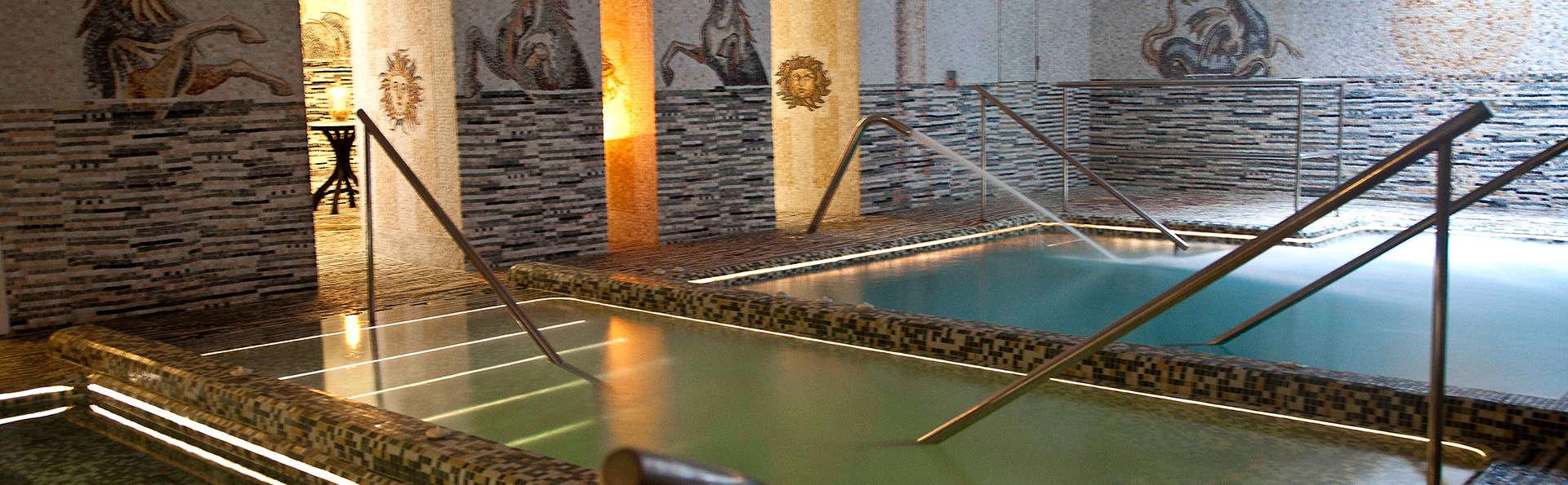 Escapada Relax en un apartamento en la mágica Sevilla con circuito en las Termas de Hispalis
