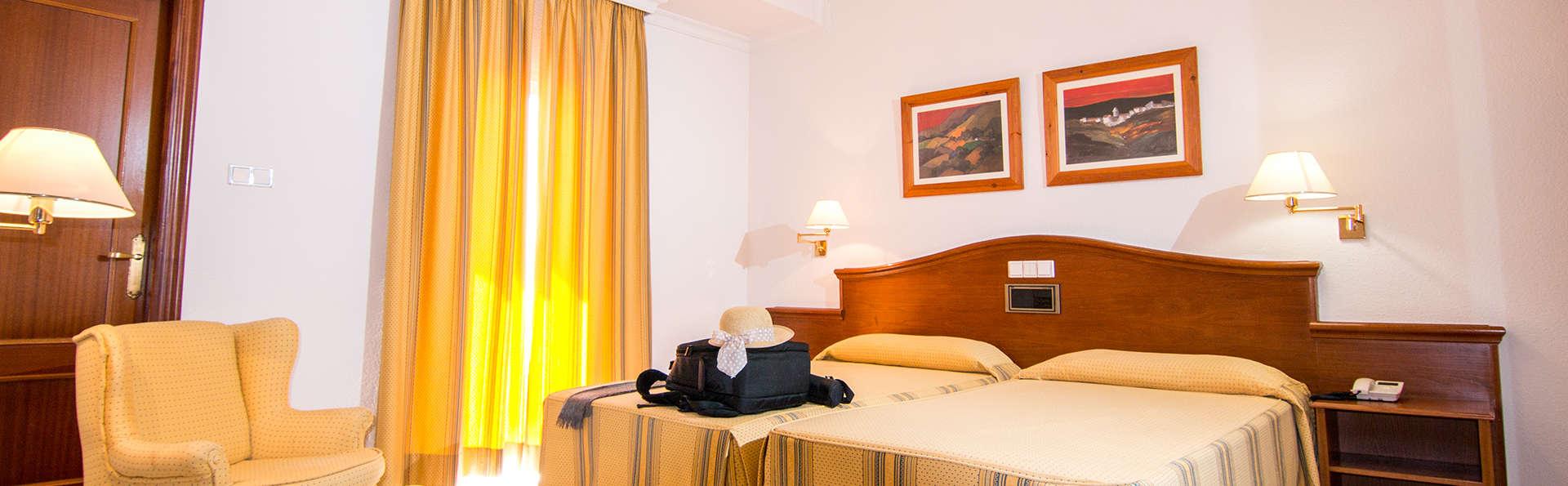 Hotel Abades Loja - Edit_Room.jpg