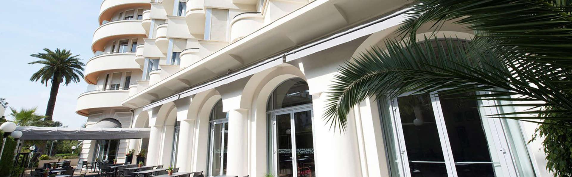 Le Grand Pavois - Edit_Terrace.jpg