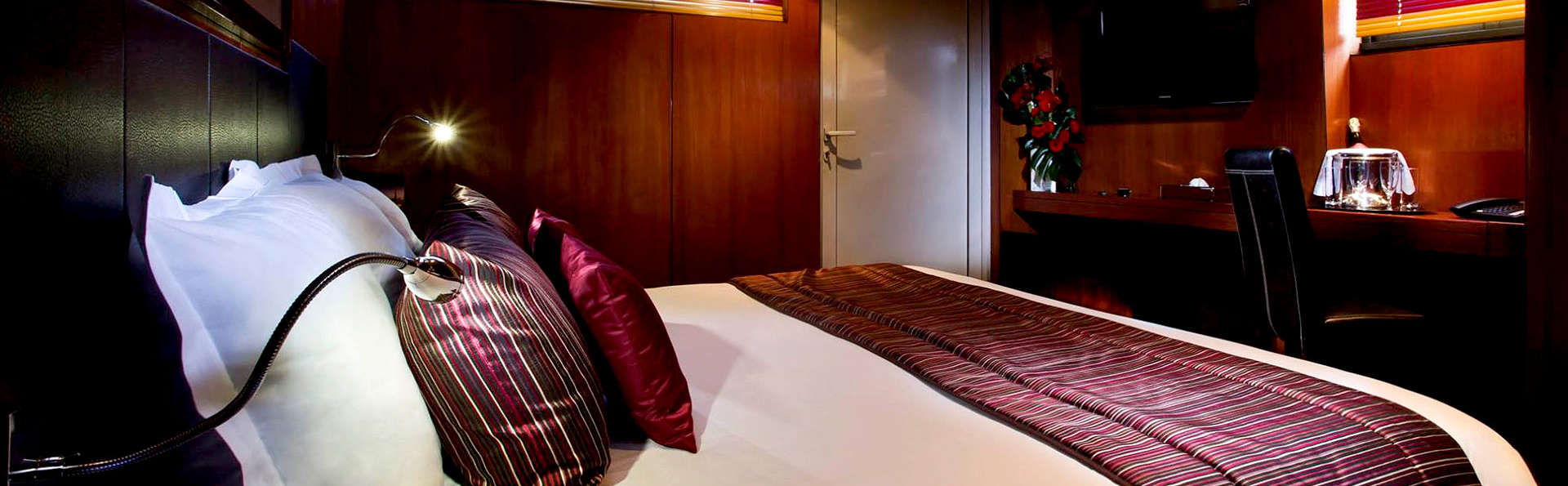 VIP Paris Yacht Hotel - Edit_Room2.jpg