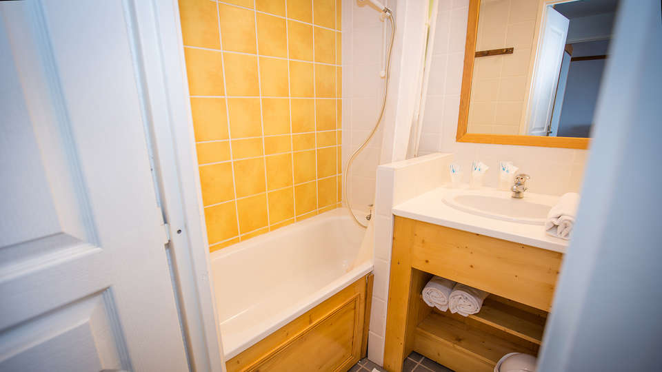 Chalets du Sancy - Edit_Bathroom6.jpg