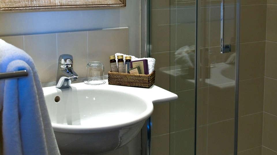 Hôtel Les Costans, The Originals Relais (Relais du Silence) - Edit_Bathroom.jpg