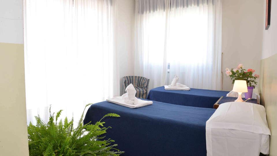 Residence Le Corniole Aparthotel - Edit_Room5.jpg