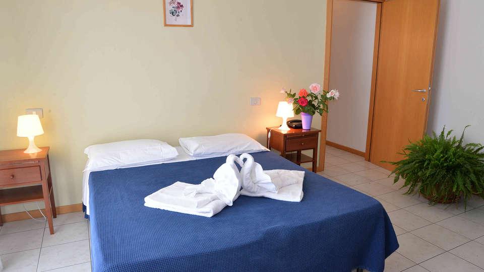 Residence Le Corniole Aparthotel - Edit_Room6.jpg