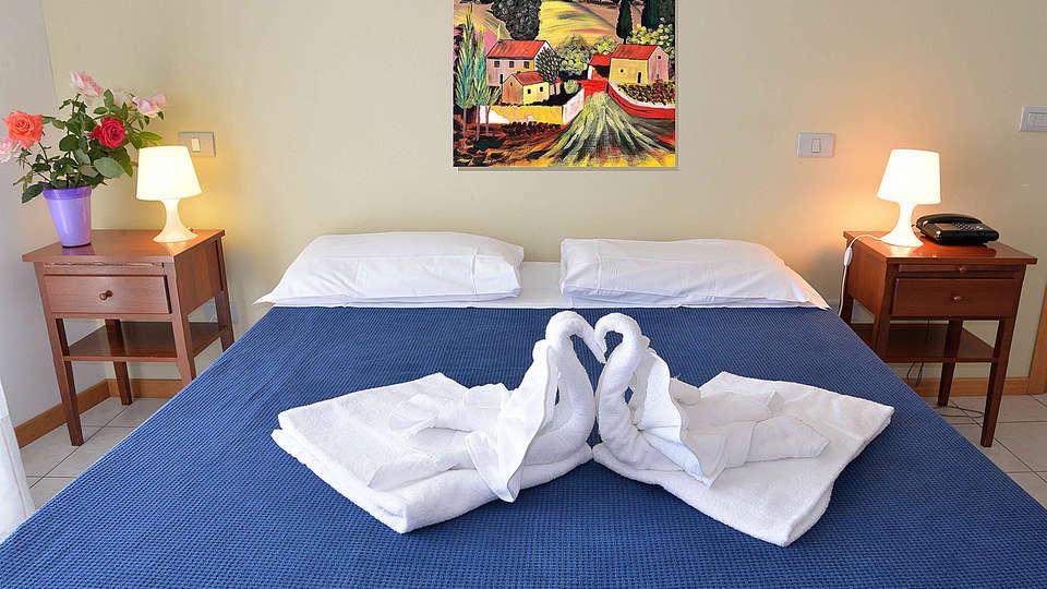 Residence Le Corniole Aparthotel - Edit_Room8.jpg