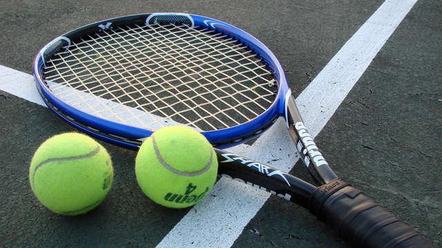 accès au court de tennis pour 2 adultes