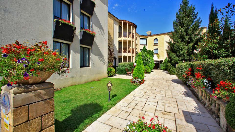 Au Grand Hôtel de Sarlat - Edit_Garden2.jpg