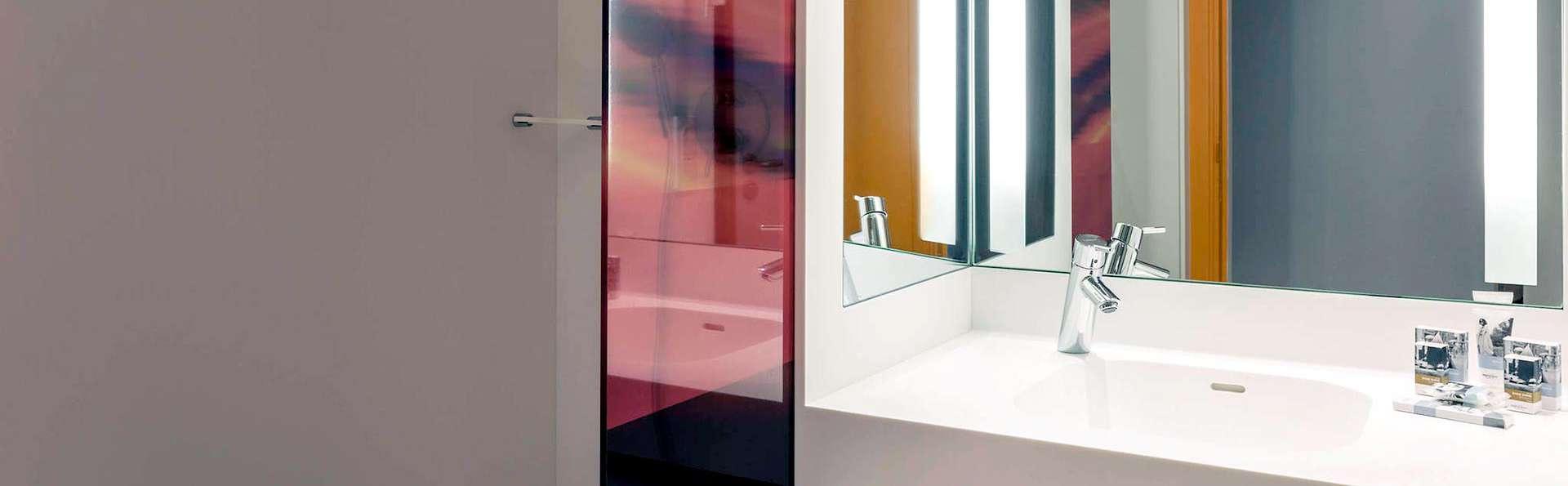 Mercure Paris Boulogne - Edit_Bathroom.jpg