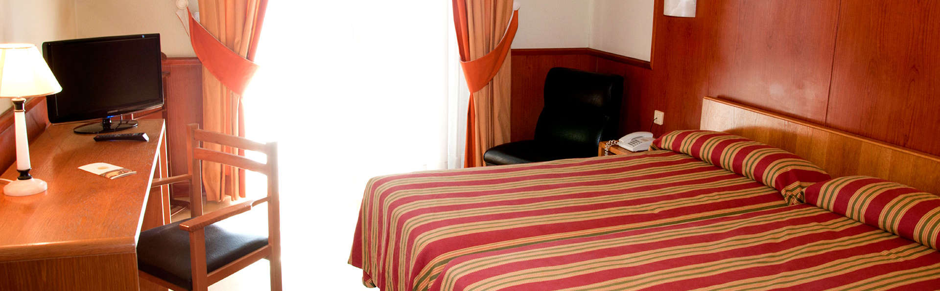 Hotel Alhama - Edit_Room2.jpg