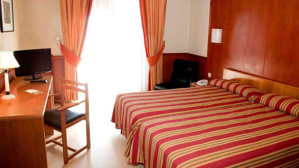 Hotel Alhama - Edit_Room2.jpg