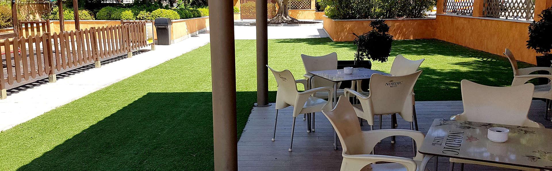 Hotel Alhama - Edit_Terrace.jpg