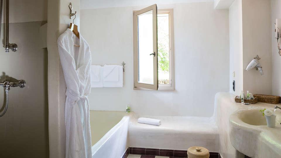 Domaine de Clairefontaine - Edit_Bathroom.jpg