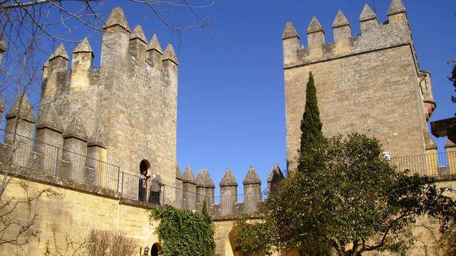 Alójate en un encantador hotel a los pies del castillo de Almodóvar del Rio
