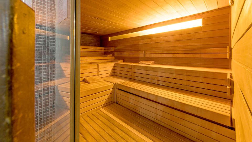 d-hotel Kortrijk - EDIT_NEW_SAUNA.jpg