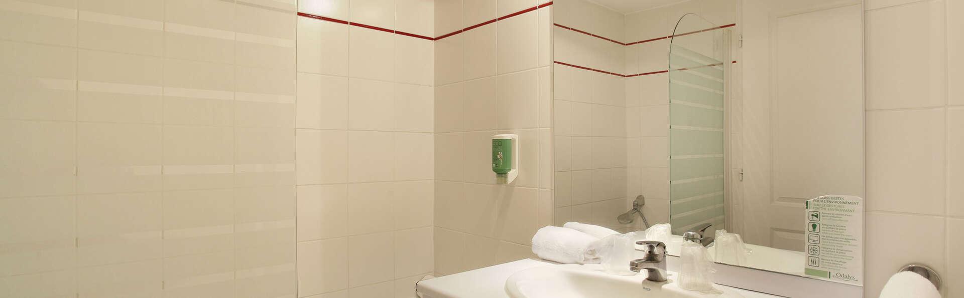 Appart'hôtel Odalys Aix Chartreuse - EDIT_NEW_Bathroom2.jpg