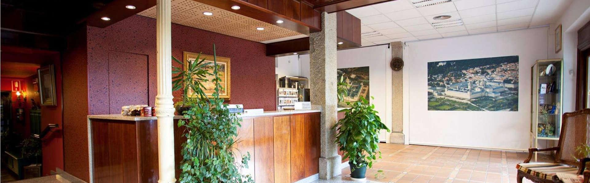 Sercotel Hotel Florida - EDIT_reception.jpg