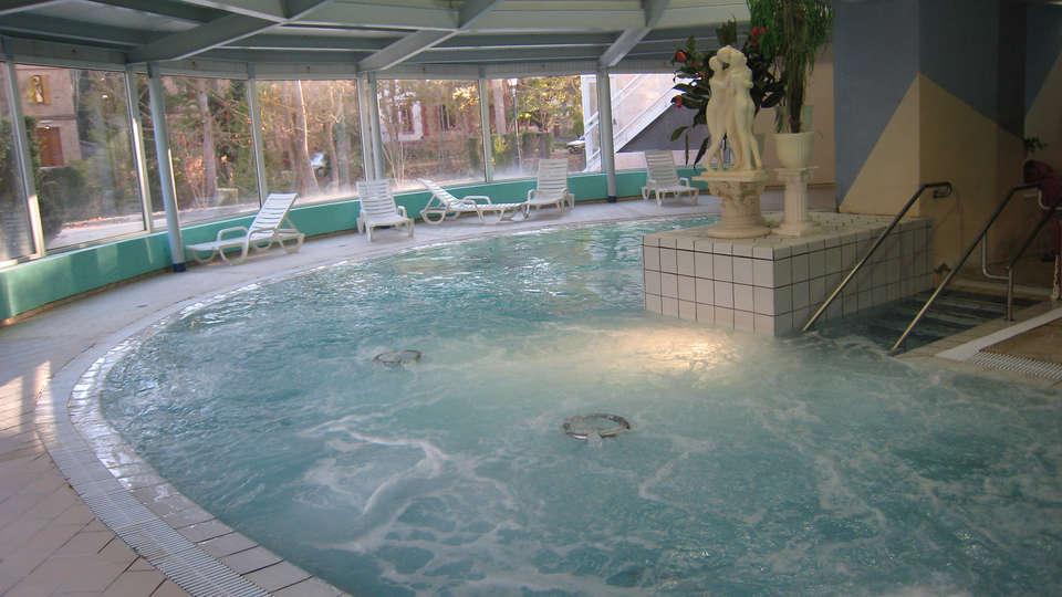 Hotel Balneari de Vallfogona de Riucorb - Edit_Pool3.jpg