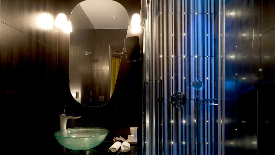 Platine Hotel et Spa - EDIT_NEW_Bathroom.jpg