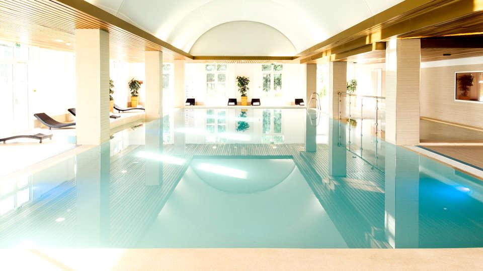 Vienna House Magic Circus Hotel Paris - Edit_Pool3.jpg