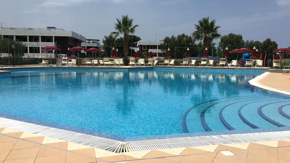 Club Esse Costa dello Jonio - Edit_Pool2.jpg