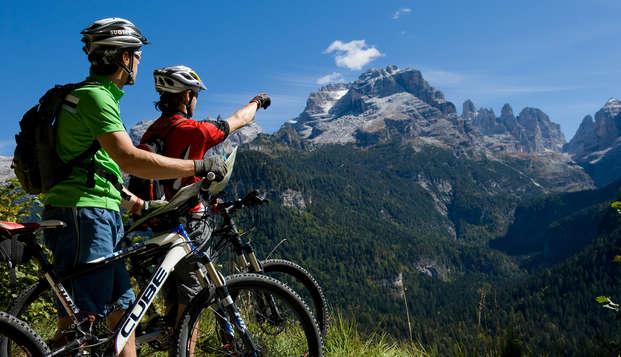 Pensione completa e noleggio bici in elegante hotel a Comano Terme