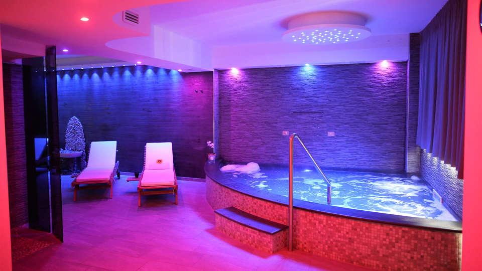 Mareneve Resort - EDIT_NEW_Yacuzzi3.jpg