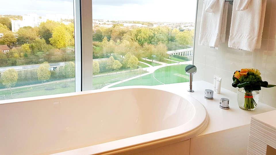 Hôtel Barrière Lille - Edit_Bathroom.jpg