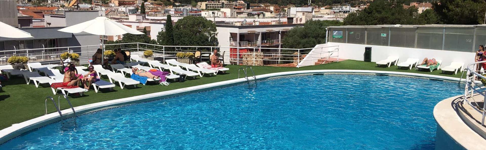 Hotel Don Juan Tossa - Edit_Pool.jpg
