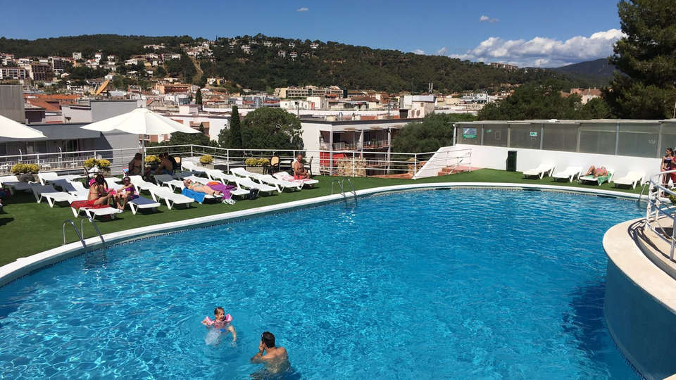 Hotel Don Juan Tossa - Edit_Pool.jpg