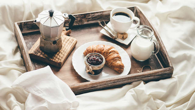 Desayuno servido en la habitación para 2 adultos