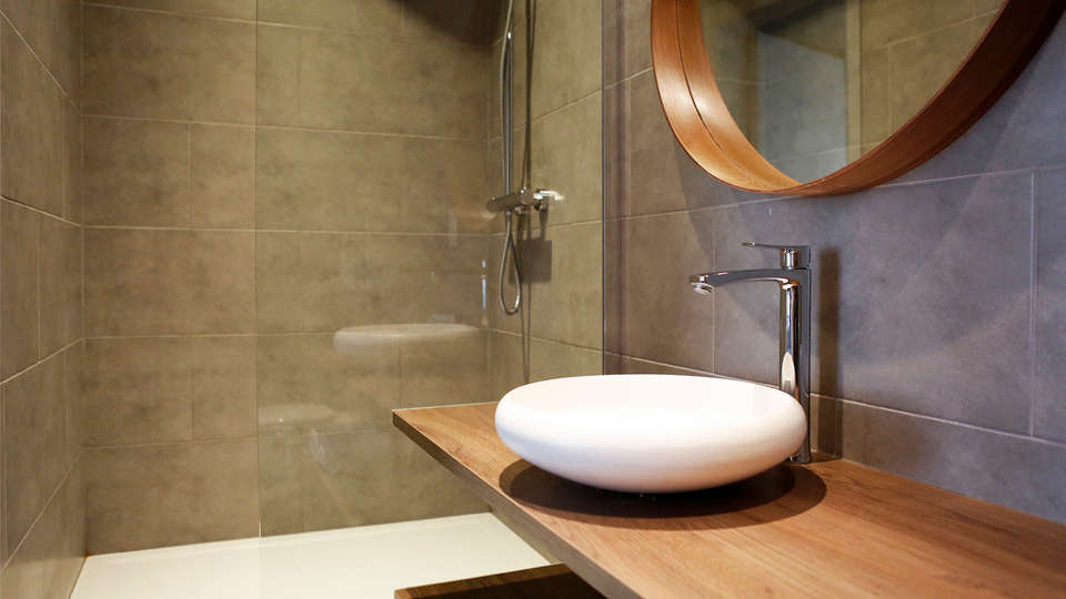 Hotel Montovani - EDIT_NEW_Bathroom.jpg