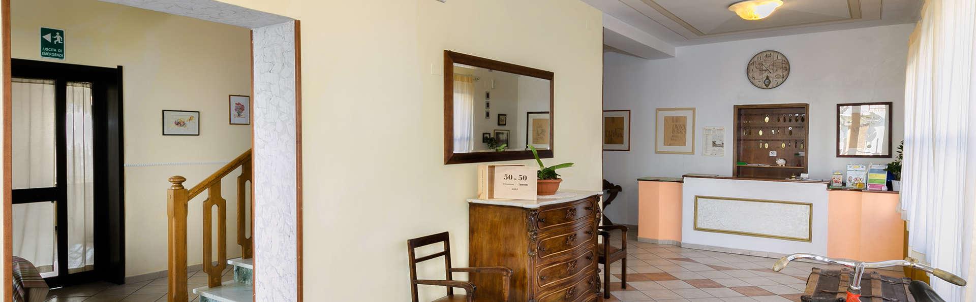 Hotel Nobile - Edit_Reception2.jpg