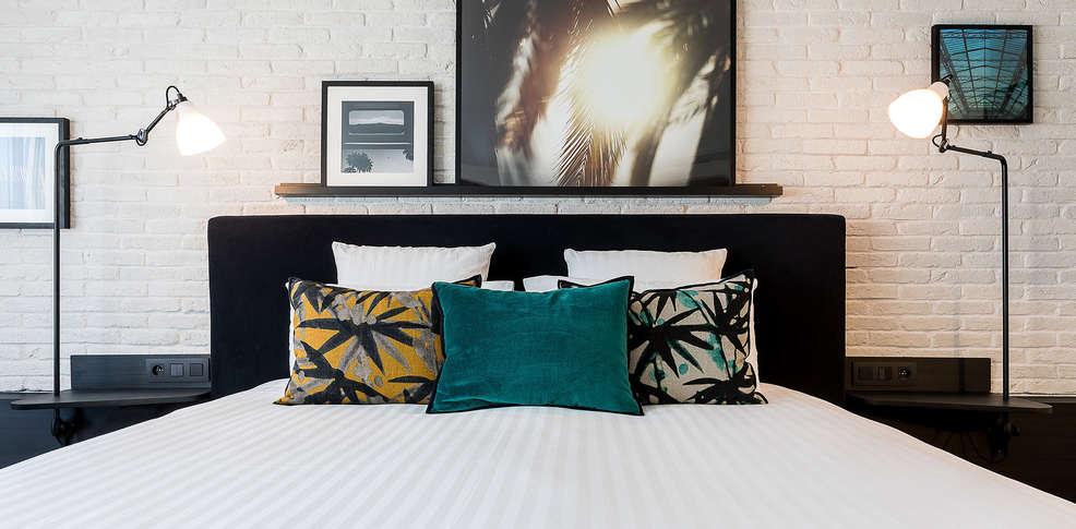 laz h tel spa paris 4 par s francia. Black Bedroom Furniture Sets. Home Design Ideas