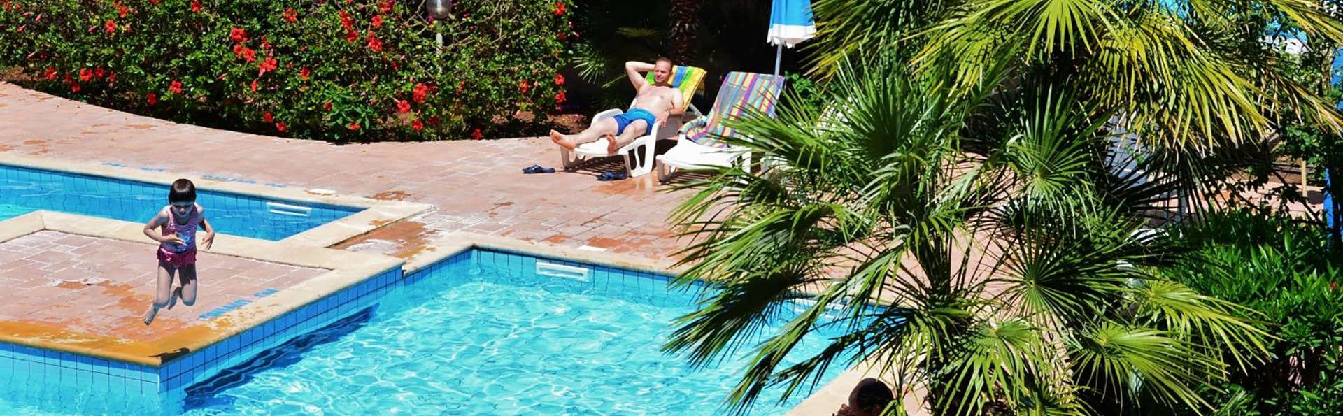 Residenza gli Eucalipti - Edit_Pool2.jpg