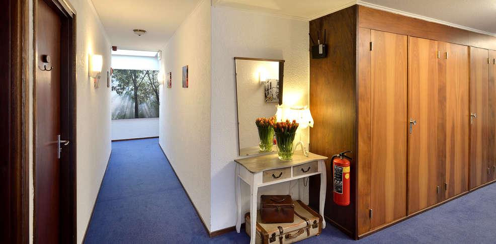 Hotel Icon Foyer : Hotel residentie slenaeken slenaken pays bas