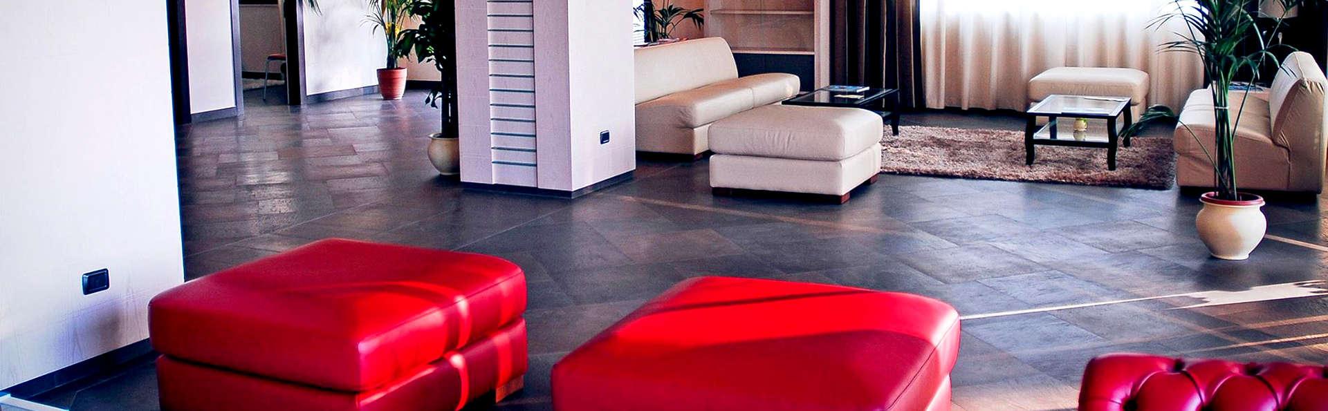 Viola Palace Hotel - Edit_Lobby.jpg