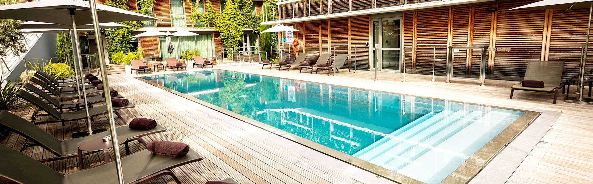 Courtyard by Marriott Montpellier - Edit_Pool.jpg