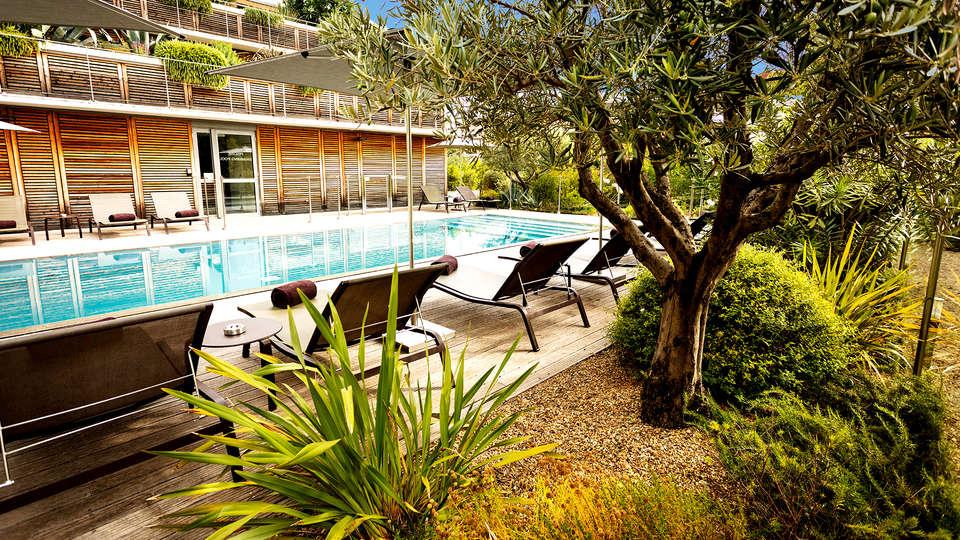 Courtyard by Marriott Montpellier - Edit_Pool2.jpg
